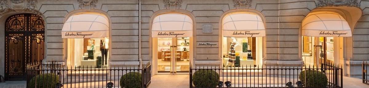 Façade de boutique près des Champs-Élisées